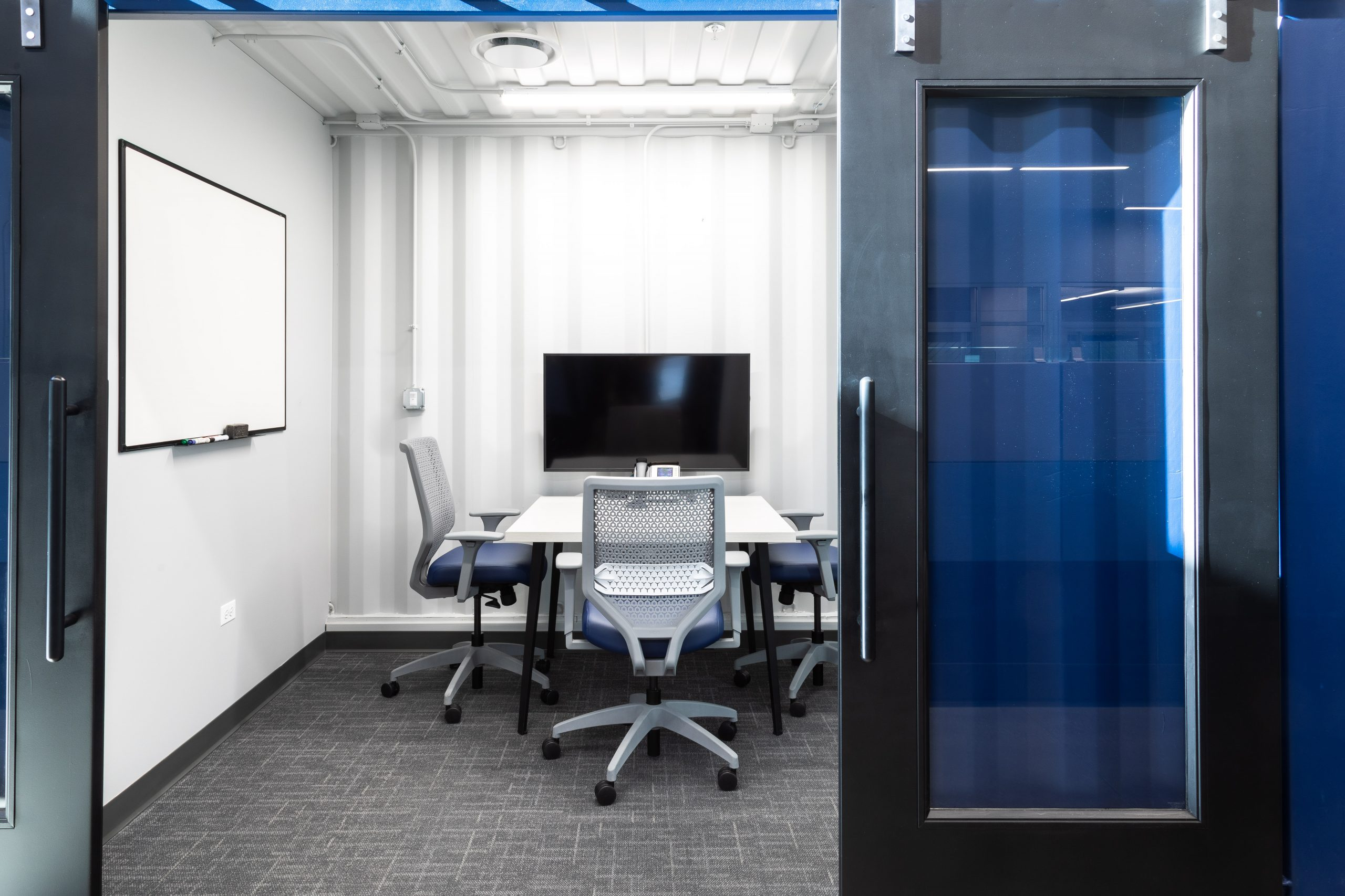 chicago-office-furniture-conference-room-blue